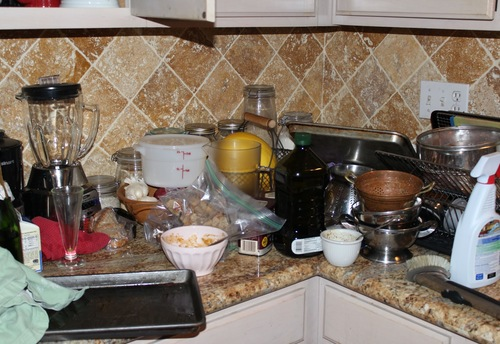 messy-kitchen-s-019e4e402f2563ee